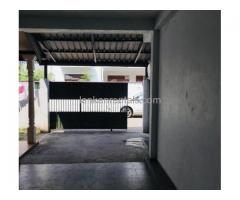 House (Upstair) for rent in Raththanapitiya